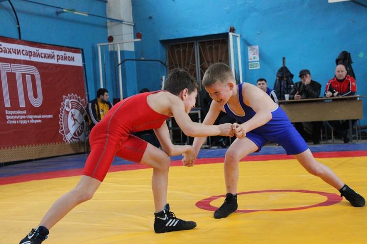 Борцовский турнир в честь ветеранов спорта прошел в Бахчисарае