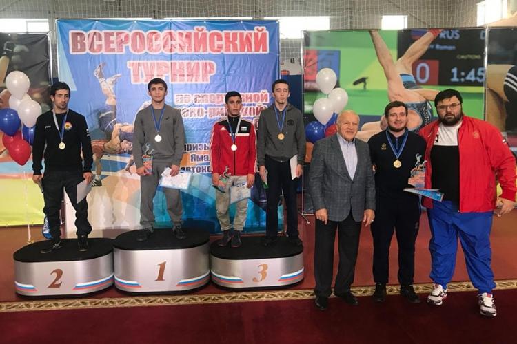 Симферополец Эмин Сефершаев выиграл борцовский турнир в Тарко-Сале