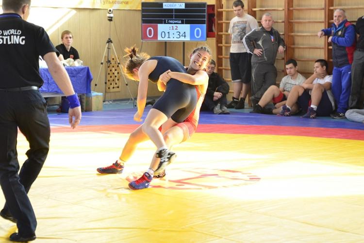 Пять бронзовых медалей привезли крымские девушки с первенства ЮФО по женской борьбе