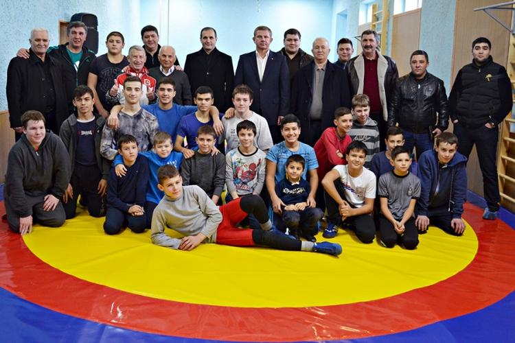 В центре Симферополя открылся зал спортивной борьбы (+ВИДЕО)