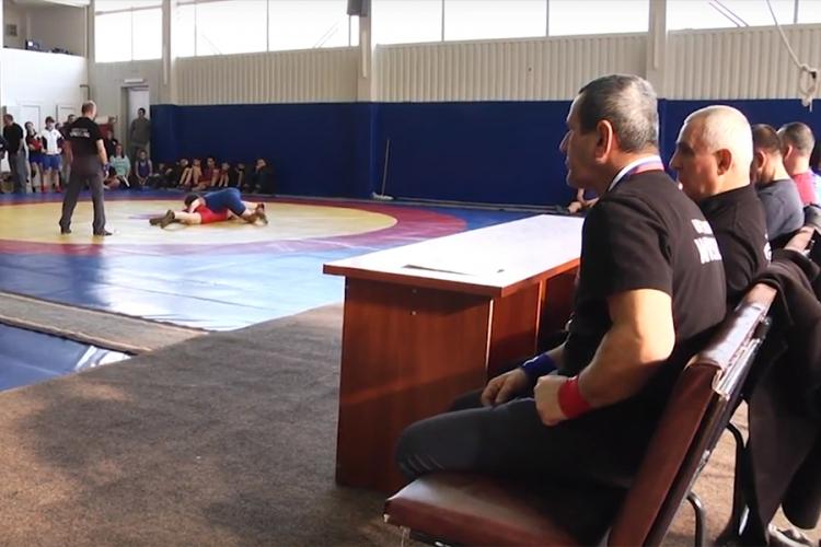 Все победители и призеры первенства Крыма по женской борьбе среди девушек до 18 лет